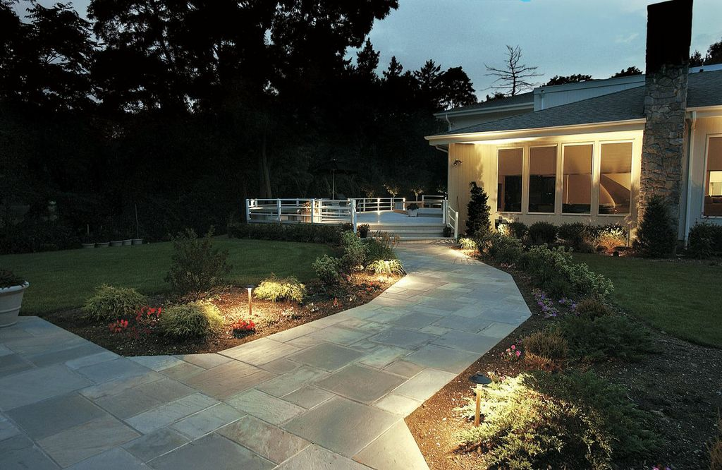 Path lighting outdoor lighting and landscape lighting in for Outside walkway lights